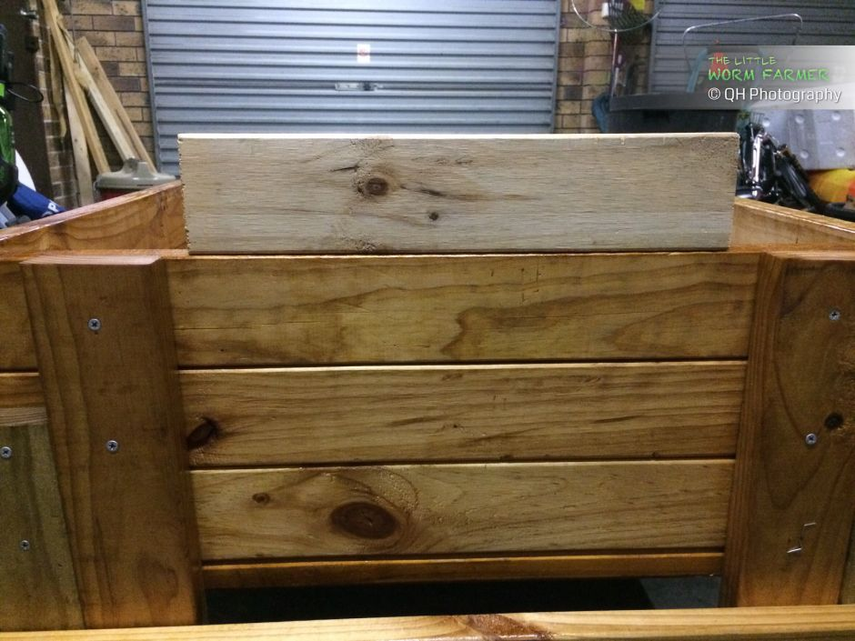 Sealing a wooden worm bin with natural wood oil